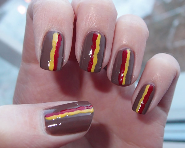 201301_hot_dog_manicure